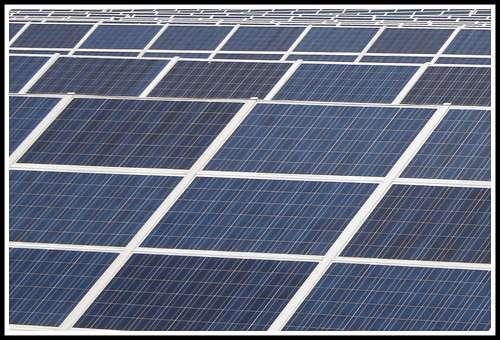 En France, la capacité de la filière photovoltaïque est de 1.054 MW (données 2010). Le futur nous dira si des panneaux solaires de nouvelle génération peuvent être en mesure d'augmenter ce chiffre. © Mr__H, Flickr, cc by nc sa 2.0