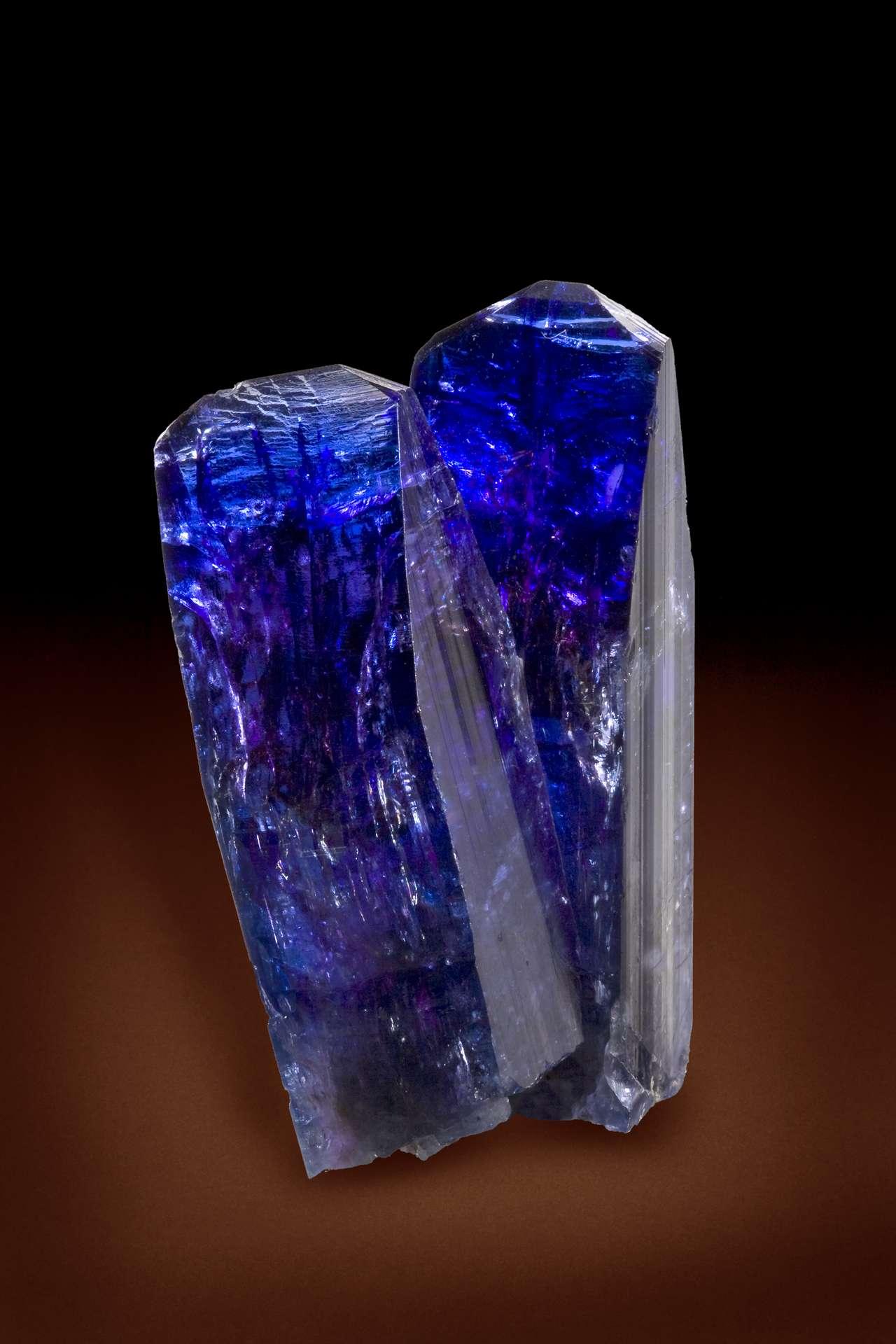 La tanzanite, l'une des pierres précieuses les plus rares au monde © Robert M. Lavinsky