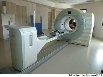 Certains actes de radiographie pourraient être remplacés par une IRM, mais les délais d'attente sont longs. © Centre Gauducheau/ICO