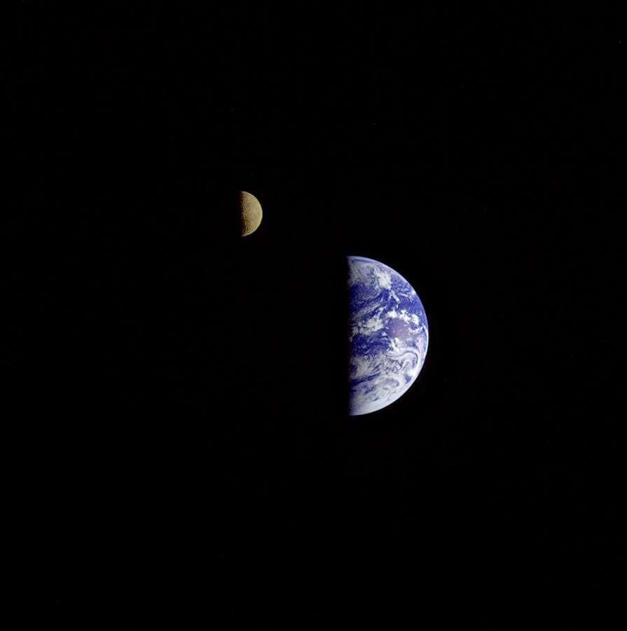 La Terre et la Lune, une véritable planète double. Crédit : Nasa
