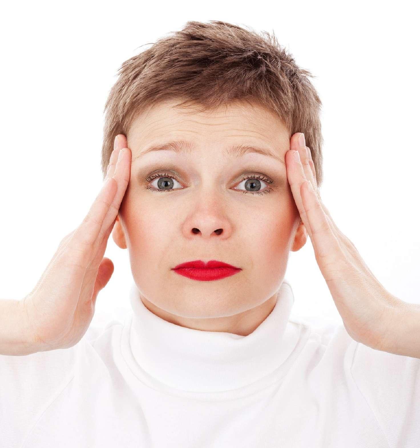 À l'approche de la ménopause, les cycles deviennent irréguliers, les taux d'œstrogènes diminuent et les maux de tête se font plus fréquents. © Pixabay, DP