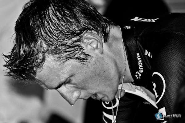 Une phéromone contenue dans la sueur masculine améliorerait la collaboration entre hommes. Joue-t-elle également sur l'esprit d'équipe des cyclistes ? © Petit brun, Flickr, cc by nc sa 2.0