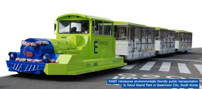 Un drôle de petit train pour démontrer de manière ludique une idée originale : alimenter un véhicule électrique pendant qu'il roule. © KAIST