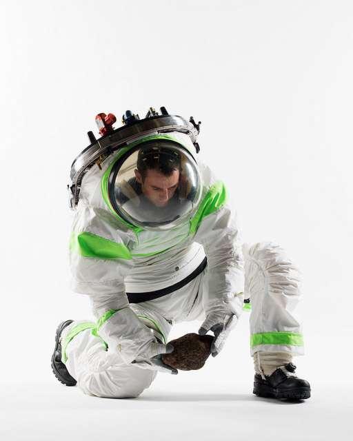 Prototype Z-1 de combinaison spatiale de nouvelle génération qui pourrait bien habiller les astronautes des expéditions lointaines vers des astéroïdes ou la Planète rouge. © Nasa