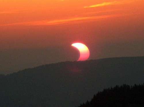 Éclipse partielle de Soleil visible dans la zone arctique