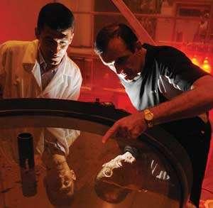 Le professeur Ermanno Borra et Omar Seddiki (Crédit : Université de Laval).