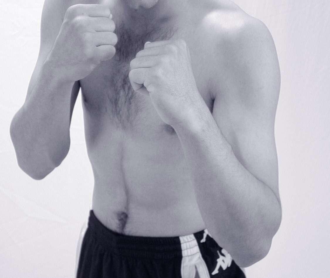 Les hommes sont-ils nés pour boxer ? C'est du moins l'idée originale soutenue par des chercheurs américains qui voient dans l'évolution de la main les signes d'une plus grande aptitude au combat au corps à corps. © StockFreeImages.com