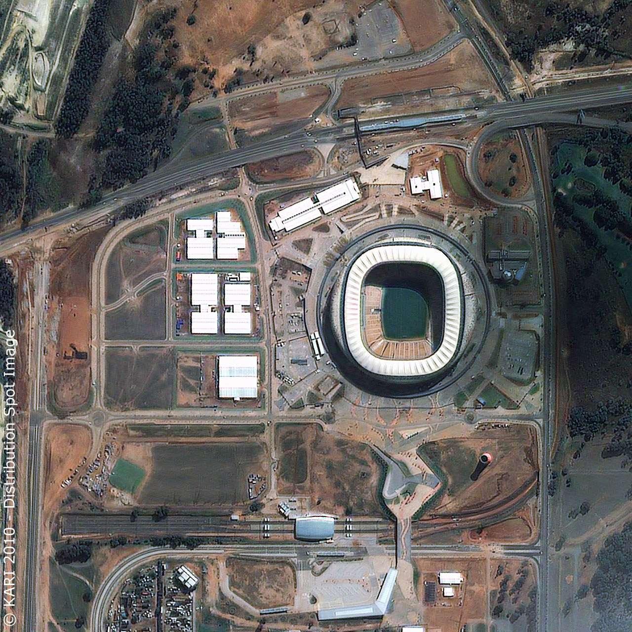 Le Soccer City de Johannesburg, un des dix stades de la Coupe du monde abritera les cérémonies d'ouverture et de clôture. Crédit Kari/Distribution Spot Image