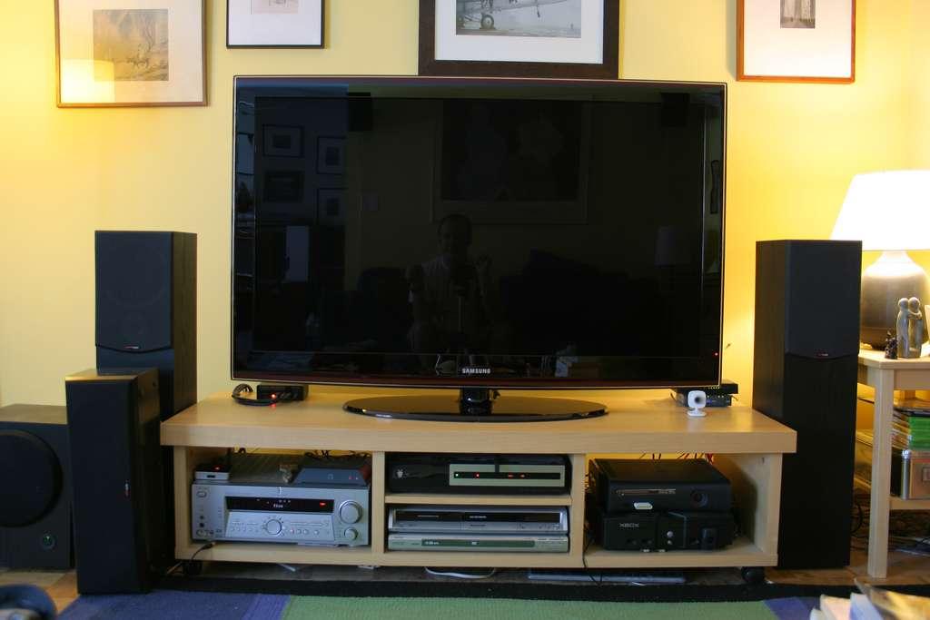 Pour pouvoir regarder la télévision, installer une prise TV sera inévitable, à moins d'opter pour une offre couplée à Internet. © craig1black, Flickr, cc by nc 2.0