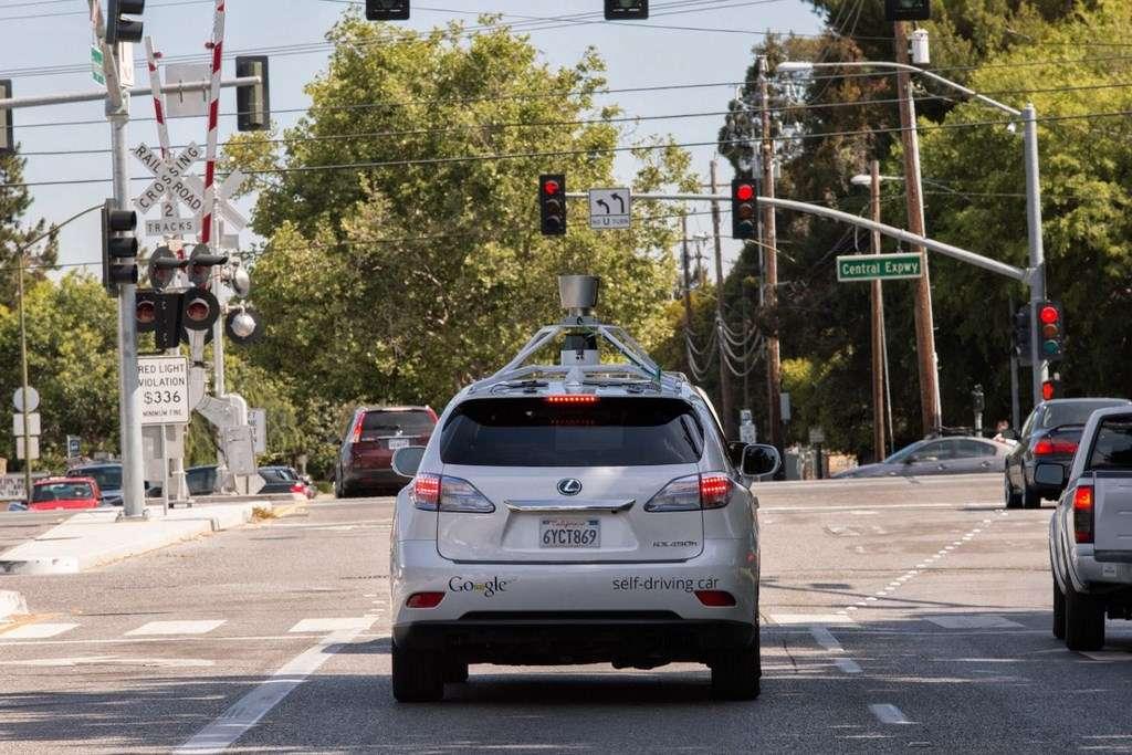 Voilà déjà six ans que Google développe son projet de voiture autonome. Le géant nord-américain affiche un bilan plutôt positif avec 11 accidents sans gravité après 2,7 millions de kilomètres parcourus. © Google