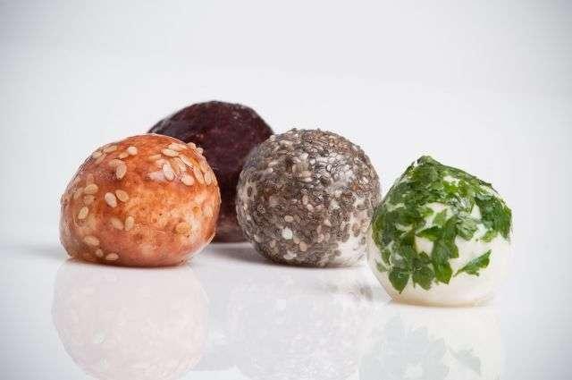 On pourra bientôt voir des emballages comestibles, comme pour le fromage avec les wikicheeses. © Wikicells Designs