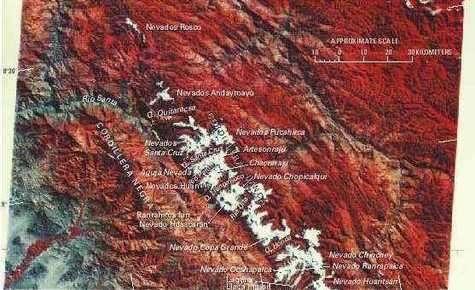 Glaciers de la Cordillère Blanche, dans les Andes péruviennes, vus par satellite.