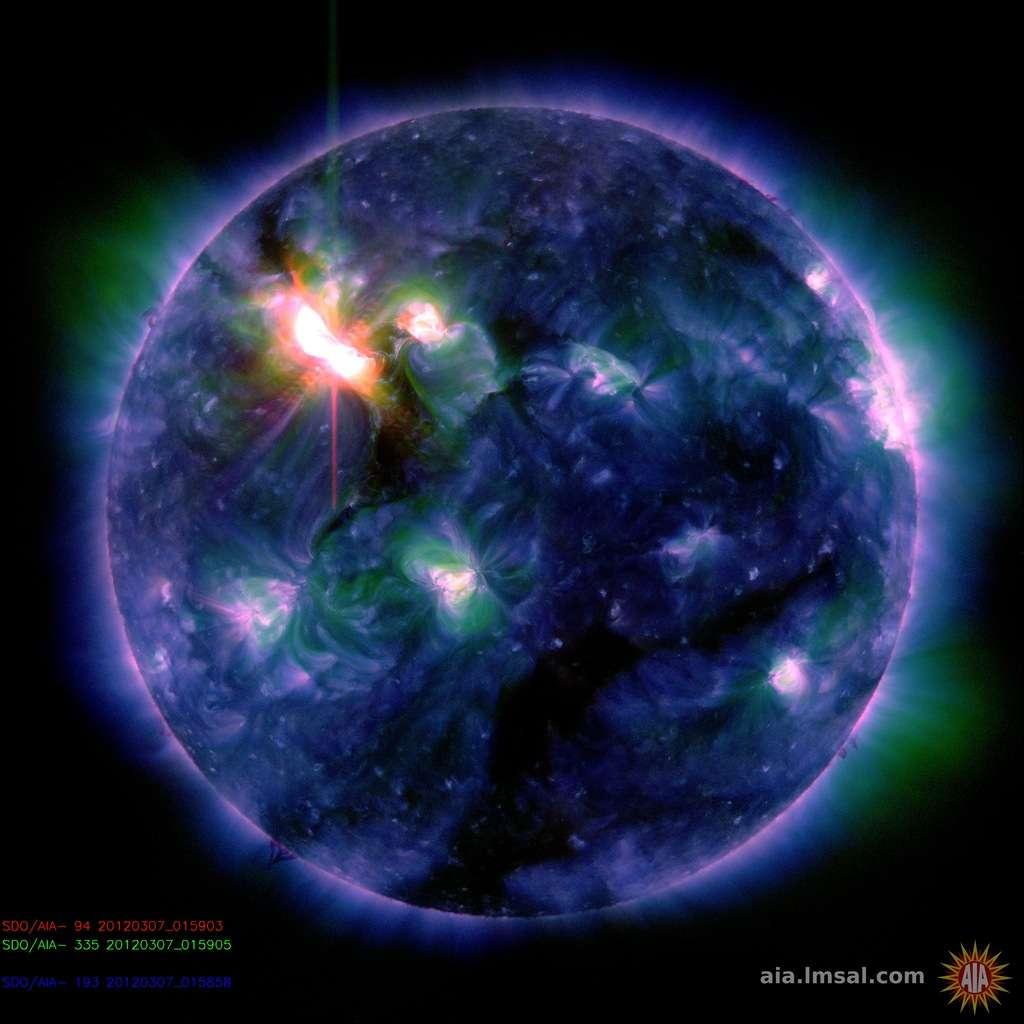 L'éruption solaire de la tache AR 1429 le 7 mars 2012 à 0 h 28 TU, observée par l'observatoire solaire SDO dans l'ultraviolet. Elle a atteint le niveau X-5. © SDO/AIA