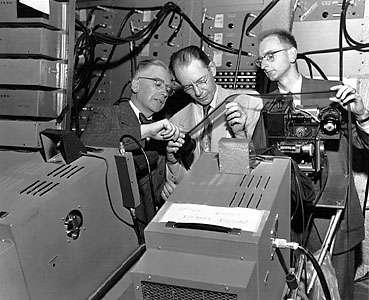 Emilio Segré à gauche et Owen Chamberlain à droite (Crédit : Encyclopædia Britannica)