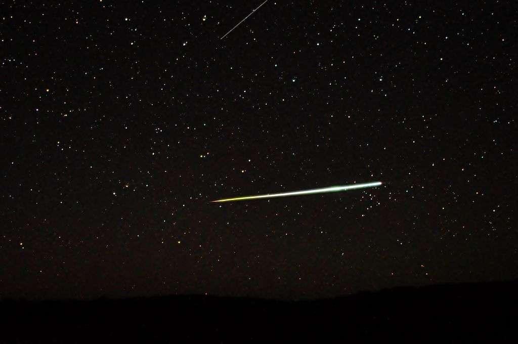 L'eau sur Terre aurait été apportée par des comètes, lors du Late Veneer. Toutefois, la découverte au Groenland de roches très anciennes suggère que ce bombardement serait survenu plus tôt qu'on ne le pensait. La jeune Terre aurait pu donc être rapidement parée d'océans. © C m handler, Wikipédia, cc by sa 3.0
