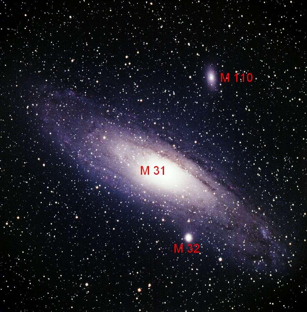 Avec M 110, M 32 est la deuxième galaxie satellite de M 31, la grande galaxie d'Andromède. Crédit L. Hermansson et J. Warell