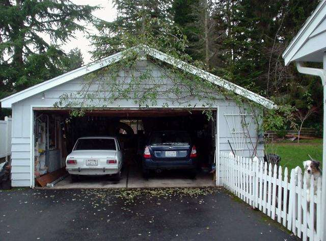 Un garage américain extérieur pouvant accueillir deux voitures. © Ddgonzal, Domaine public, Wikimedia Commons