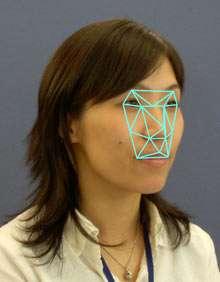 Le logiciel repère les zones de variation de contraste, ce qui permet d'analyser des images de médiocre qualité et des visages ne regardant pas l'objectif. © Omron