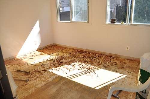 Le plancher est le sol sur lequel on pose un revêtement type marqueterie, parquet... © Bob August, CC BY-NC-SA 2.0, Flickr