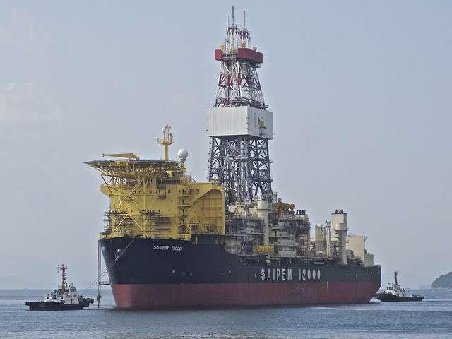 Il est facile d'imaginer le bruit que peut causer le fonctionnement de l'immense tour de forage de bateaux comme le Saipem 12000, utilisés entre autres pour chercher du pétrole. © gcaptain.com, Flickr, CC by-nc 2.0