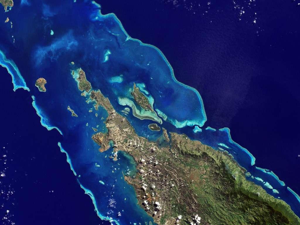 Le lagon calédonien s'étend sur environ 24.000 km². Sa barrière de corail mesure près de 1.600 km de long. Elle abriterait approximativement 300 espèces de coraux et 1.200 espèces de poissons. © Nasa Goddard Photo and Video, CC by 2.0