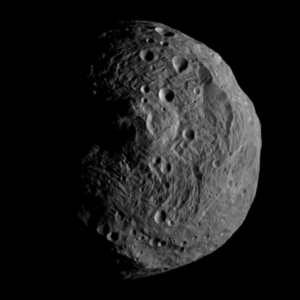 Malgré une surface austère et comme tous les astéroïdes, Vesta va aider à mieux comprendre les conditions qui ont dominé pendant la formation du Système solaire. © Nasa/JPL-Caltech/Ucla/MPS/DLR/IDA