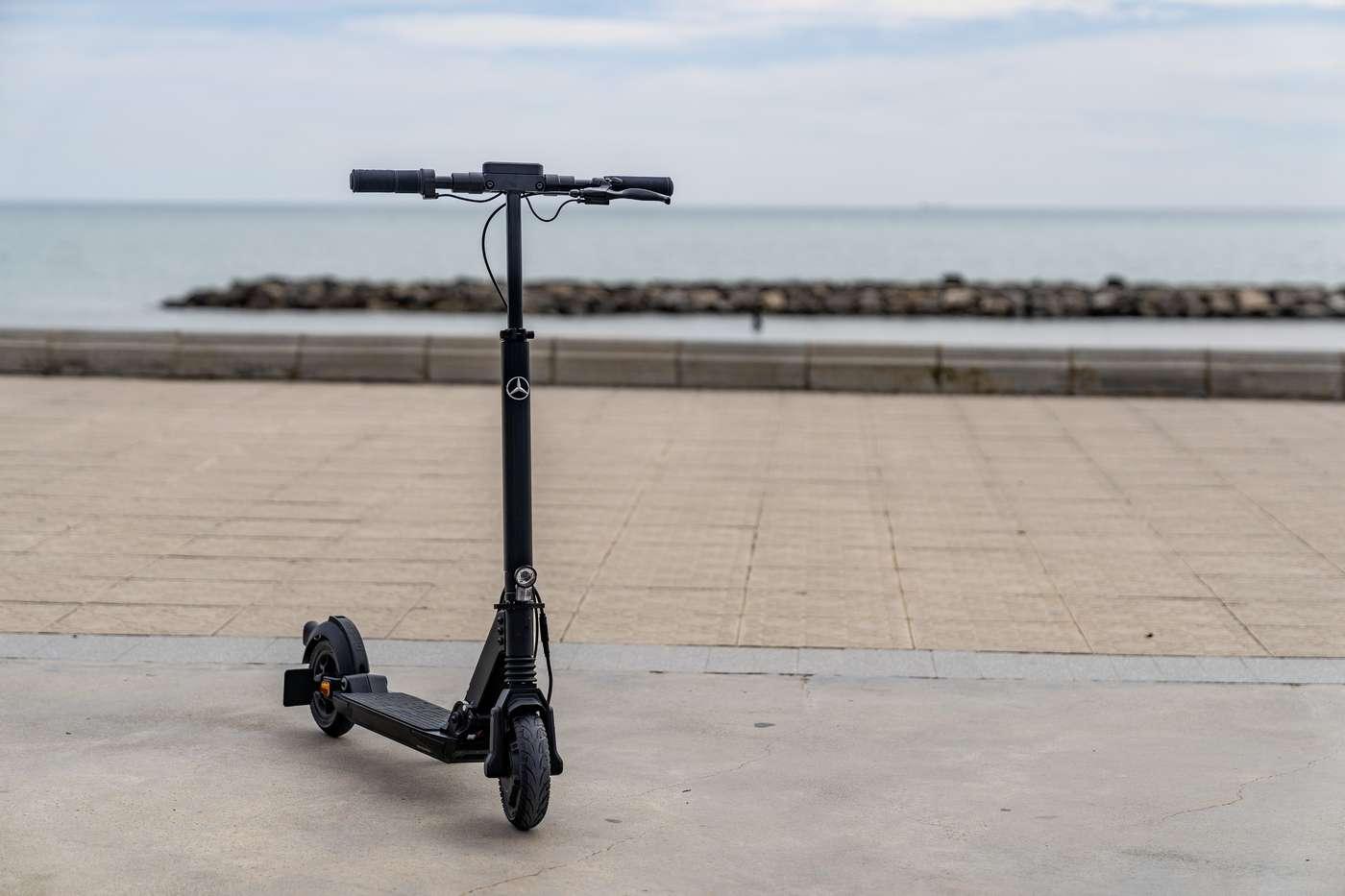 La nouvelle trottinette électrique Mercedes-Benz eScooter est fabriquée par Micro Mobility. © Mercedes-Benz