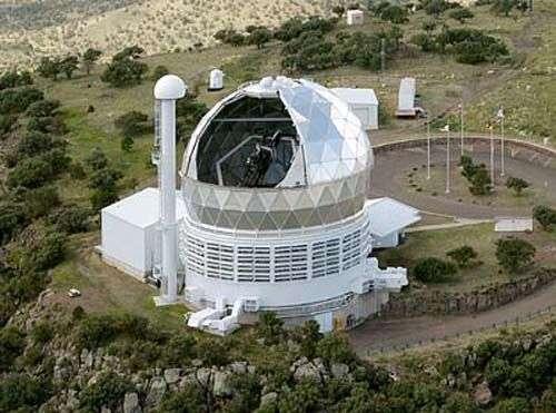 Le Hobby-Eberly Telescope. Crédit : Marty Harris/McDonald Observatory