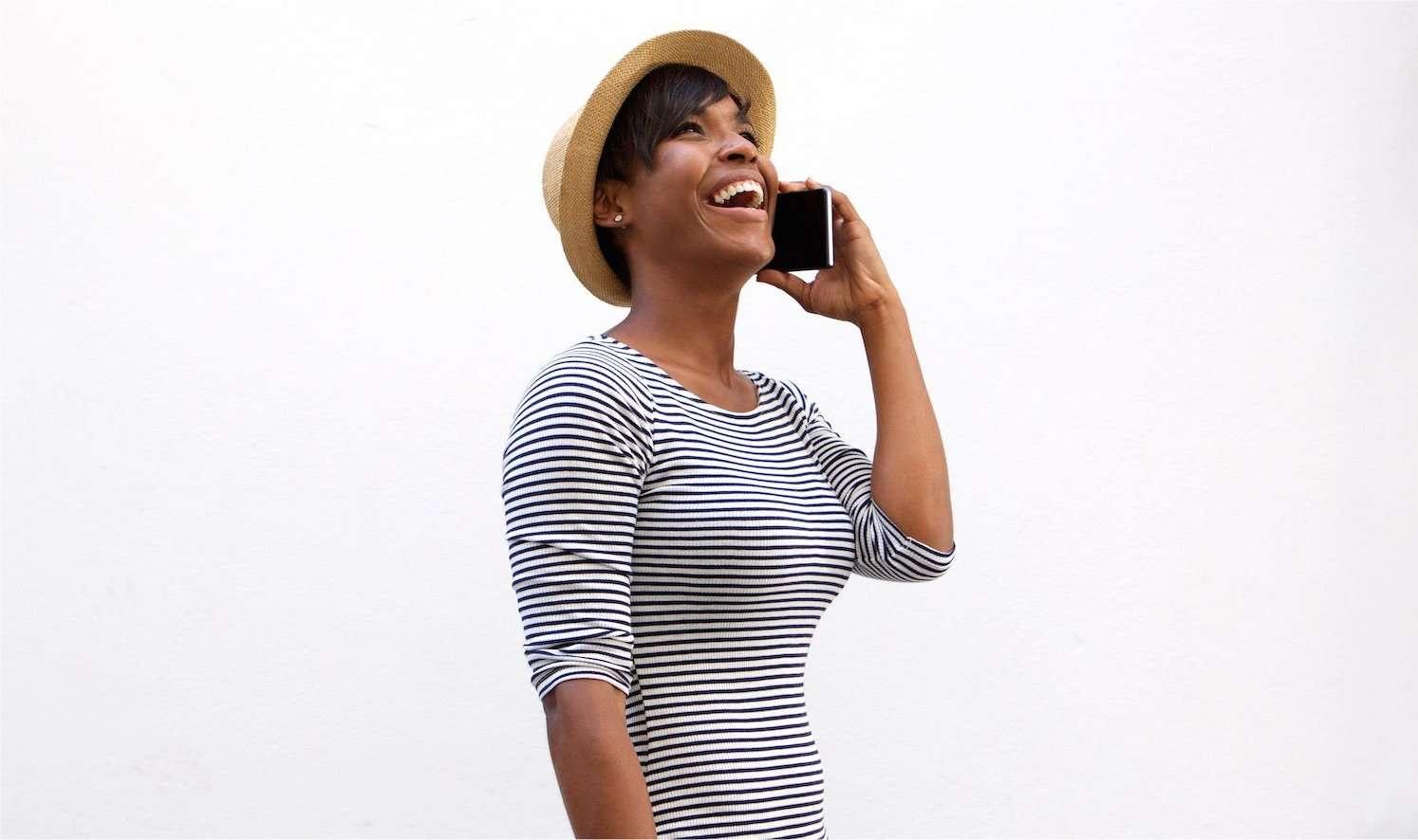 L'écoute de notre voix modifiée peut influencer nos émotions. © mimagephotography, shutterstock