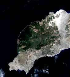Qualité parfaite de la première image transmiseentre deux satellites : image de Lanzarote auxCanaries (© CNES 2001/Distribution Spot Image)