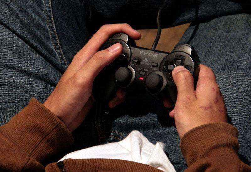 Les habitués des jeux vidéo violents connaissent une diminution de certaines régions du cerveau qui pourraient induire un comportement agressif. © Jontintinjordan / Licence Creative Commons