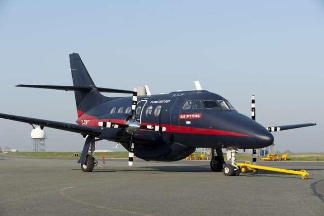 Le Jetstream 31 du consortium Astraea embarque deux pilotes et trois ingénieurs. Un seul homme suffit pour le contrôler depuis le sol. © Astraea