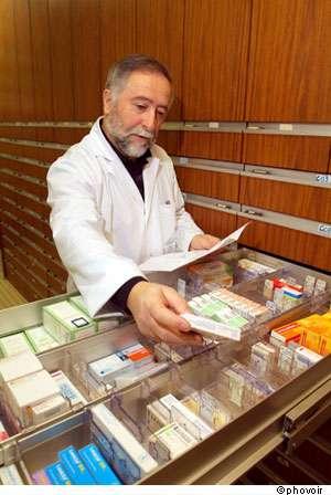 Les médicaments sous surveillance vont voir leur rapport bénéfices/risques évoluer. © Phovoir