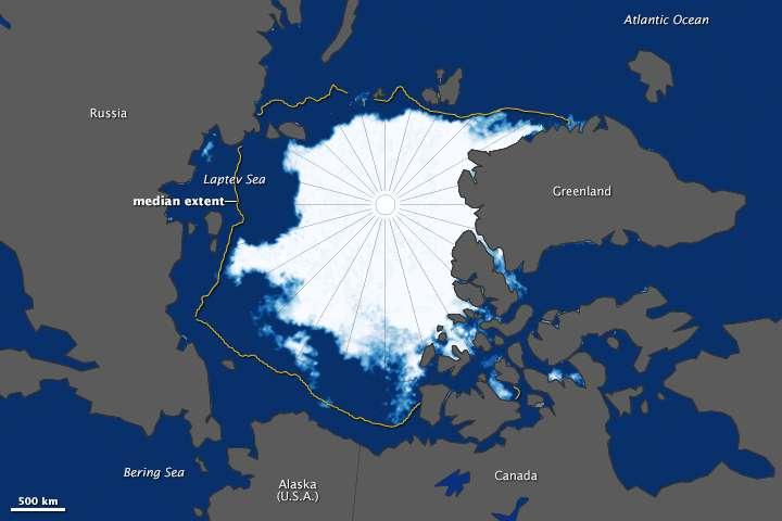 Étendue de la banquise arctique le 11 septembre 2015. Cette carte compile les données acquises avec l'instrument AMSR-2 (Advanced Microwave Scanning Radiometer 2) qui équipe le satellite GCOM-W1 (Global Change Observation Mission–Water) de la Jaxa (Japan Aerospace Exploration Agency). Le trait orange fait référence à la surface moyenne de la banquise d'été mesurée entre 1981 et 2010. © Nasa, Jaxa