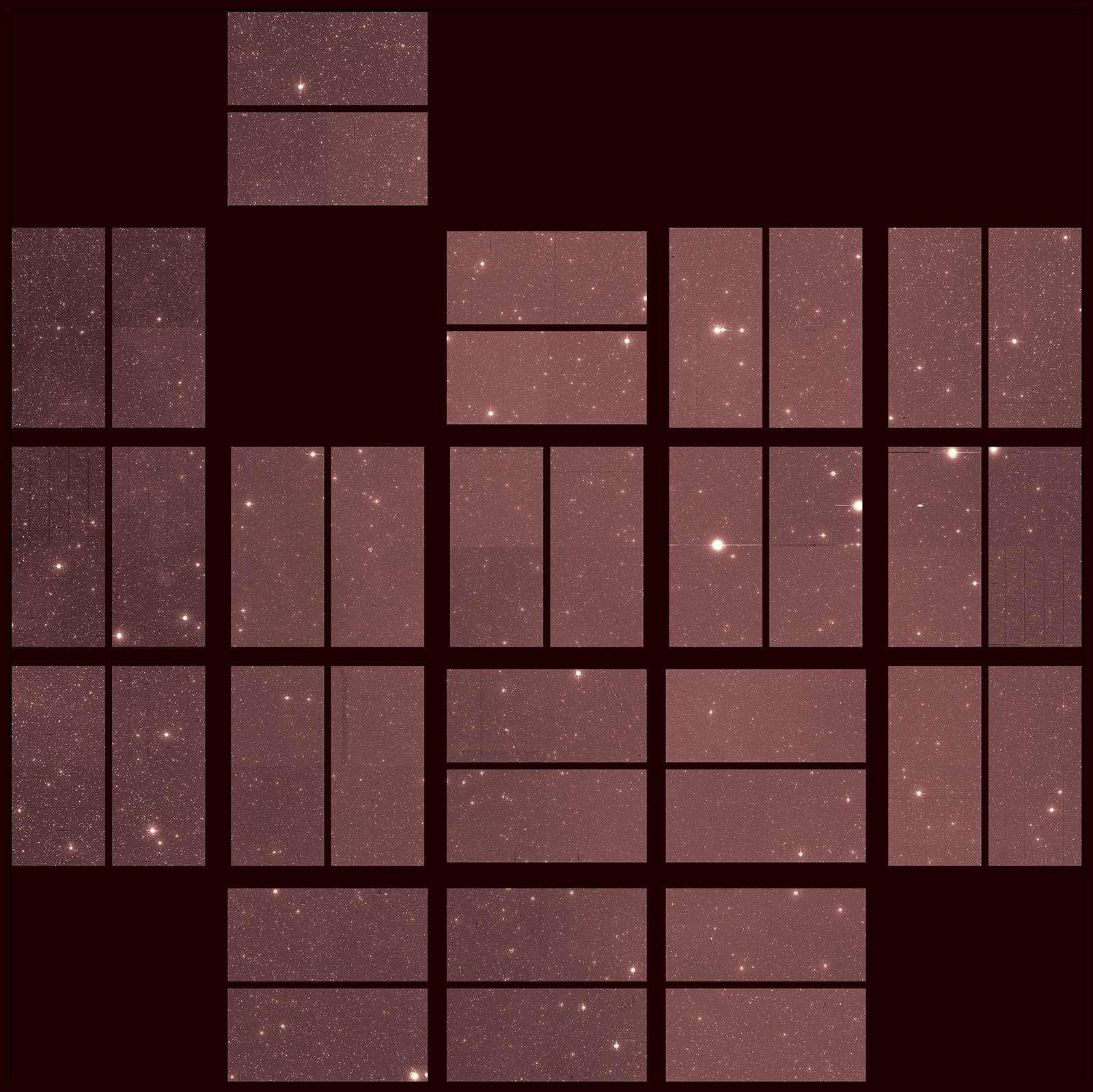 Dernière image du télescope spatial Kepler. Son champ de vue fragmenté s'explique par les 42 capteurs CCD composant sa caméra. Les deux lignes du haut sont malheureusement incomplètes, dus à une défaillance de certains capteurs (à comparer par exemple avec la première lumière de Kepler ici). © Nasa/Ames Research Center