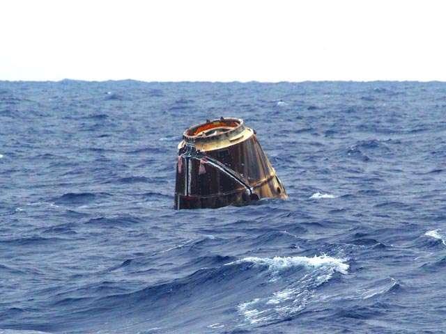 La capsule Dragon flotte sur l'océan Pacifique, ce jeudi 31 mai, peu après 15 h 42 TU. © SpaceX