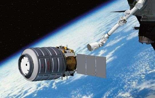 Le bras Canadarm2 s'apprête à agripper le cargo spatial Cygnus : l'image est toujours une vue d'artiste, car l'engin doit patienter jusqu'au samedi 28 septembre pour assurer son rendez-vous avec l'ISS. © Orbital Sciences