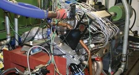 Dopé à l'électronique, le moteur mixte 2 temps-4-temps est entièrement géré par un ordinateur. © Ricardo