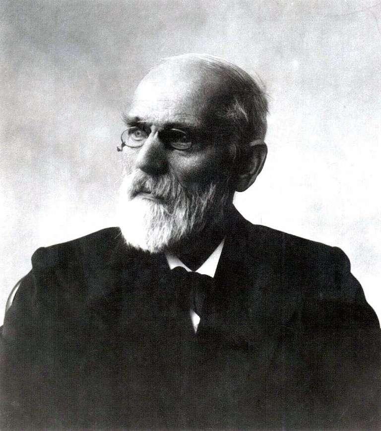 Johannes Diderik van der Waals (1837-1923) était un physicien et théoricien néerlandais lauréat du prix Nobel de physique en 1910. On le connaît surtout pour ses travaux sur les gaz réels et sa célèbre équation d'état de van der Waals. Reliant la température, la pression et le volume d'un gaz, elle permet de décrire l'apparition de la phase liquide d'un gaz réel, contrairement à l'équation des gaz parfaits. © DP