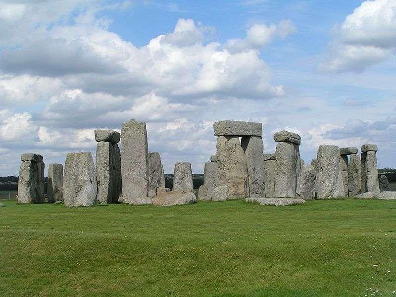 À Stonehenge, les orthostates constituent les montants verticaux des trilithes, c'est-à-dire des dolmens composés de trois pierres. © Stephan Kühn, Wikimedia common, CC by-sa 3.0