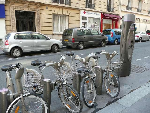 Un exemple d'écomobilité : le système du Vélib' de la ville de Paris et ses infrastructures. © Grégoire Macqueron CC by-nc-sa 2.0