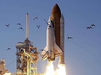 Décollage de la navette spatiale Atlantis. Crédit Nasa.
