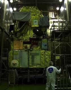 Le satellite japonais Adéos II.L'instrument Polder est sur la droite.Crédit : CNES