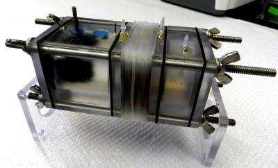 La cellule d'électrolyse par électrodialyse inverse microbienne conçue par Bruce Logan. Tiendra-t-elle ses promesses ? © Bruce Logan, Penn State