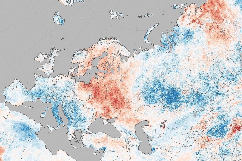 Cette carte de l'Europe parle d'elle même. On voit très clairement les régions où il a fait très chaud (Europe de l'Est, Suède...) ou anormalement doux (Europe du Sud, coeur de la Russie). © Nasa, Modis Science team