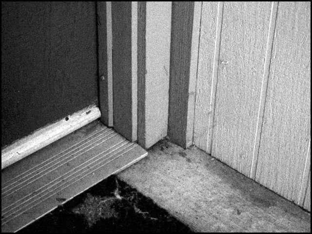 Les différences de hauteur entre deux pièces peuvent être atténuées par une barre de seuil. © Lynn Park, Flickr, CC BY-SA 2.0
