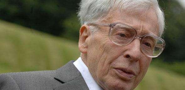 Robert Edwards, l'un des deux pionniers de la fécondation in vitro, est né à Leeds en 1925. Il vient de s'éteindre ce 10 avril 2013 des suites d'une longue maladie. © Université de Cambridge, cc by nc sa 3.0