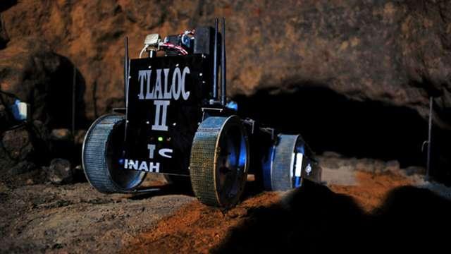 Le robot Tlaloc II-TC explore une galerie sous le temple du serpent à plumes qui se situe dans la cité précolombienne de Teotihuacan. Ce site archéologique d'environ 83 km2 se trouve à 50 km de Mexico. © Melitón Tapia, Inah