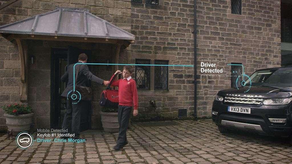 Le constructeur automobile Jaguar Land Rover est en train de développer un assistant intelligent qui saura notamment reconnaître le propriétaire dès qu'il détectera son smartphone. Il pourra alors activer des réglages personnalisés et gérer le trajet en tenant compte à la fois de l'historique de navigation, des conditions de trafic et des impératifs qui figurent dans le calendrier électronique du conducteur. © Jaguar Land Rover