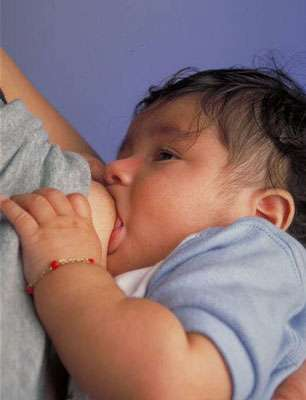 La sécrétion de lait en dehors de l'allaitement est une galactorrhée. © Ken Hammond, Wikimedia, domaine public